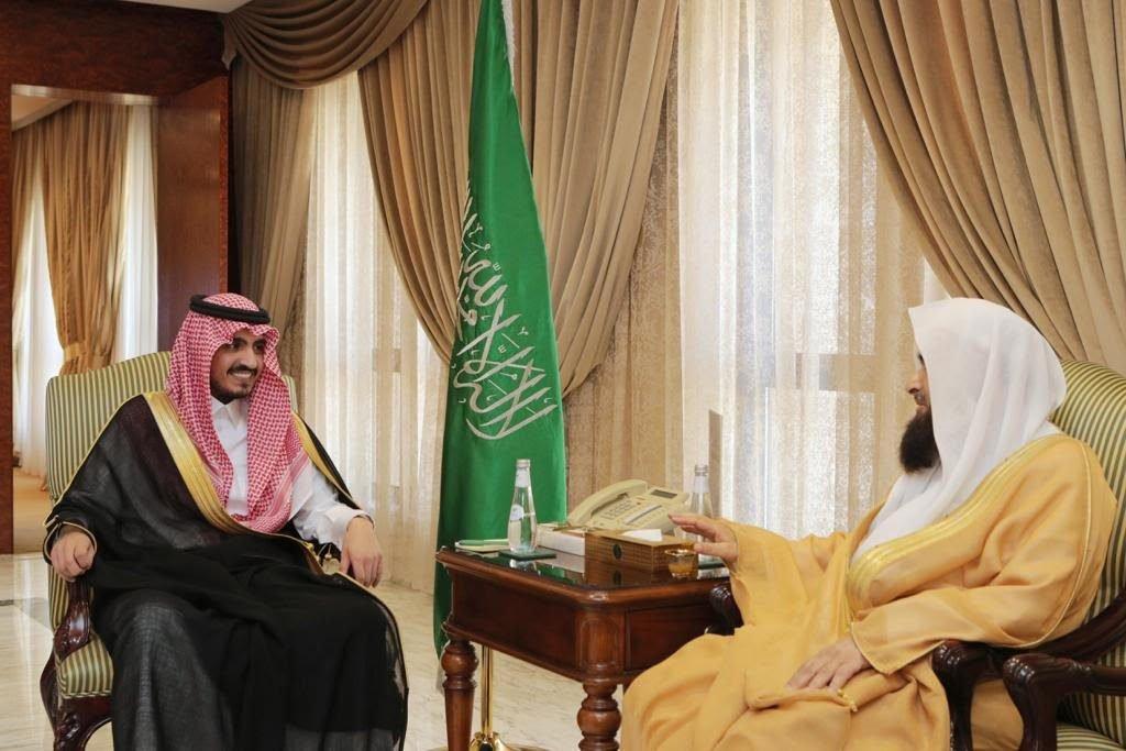 أمير منطقة مكة المكرمة بالنيابة يستقبل الأمين العام للمجمع الفقهي الإسلامي