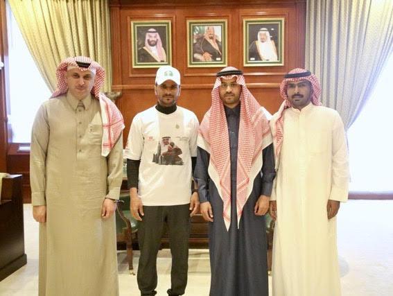 نائب أمير حائل استقبل الرحالة الشرمان قادماً من نجران سيراً على الأقدام