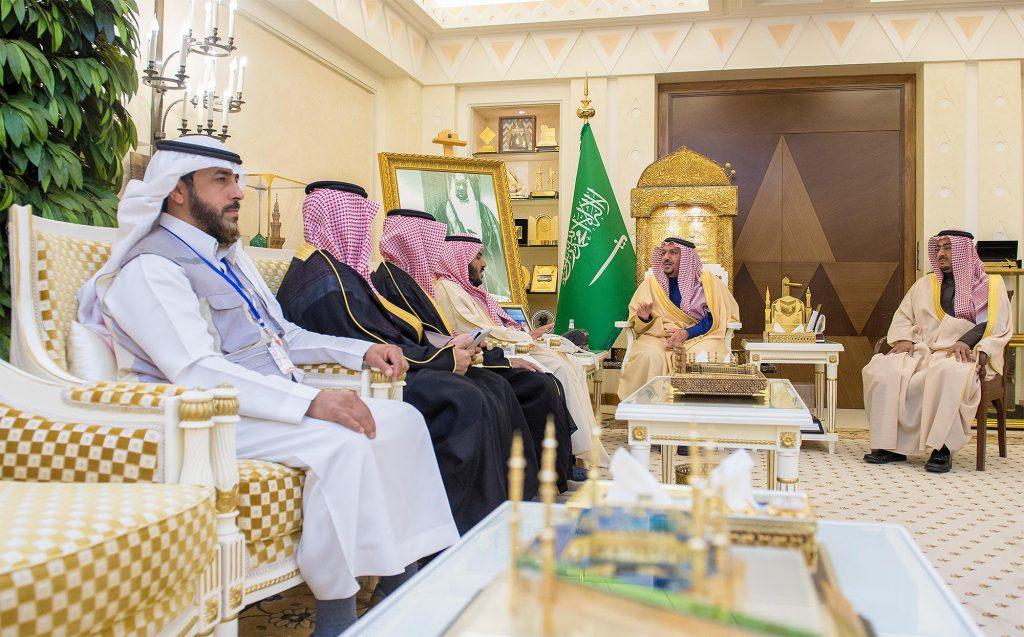 """أمير القصيم يستقبل رئيس مجلس إدارة جمعية """"عون"""" للبحث والإنقاذ"""