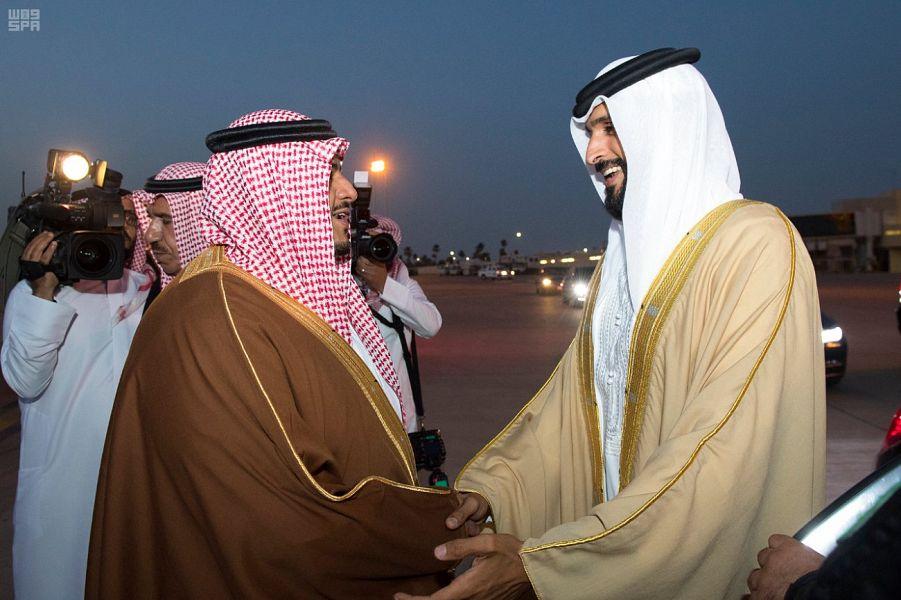 الشيخ ناصر آل خليفة يغادر الرياض