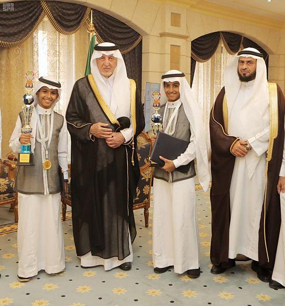 الأمير خالد الفيصل يستقبل طالبين حازا على جوائز عالمية في مجالات علمية