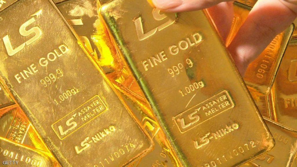 البيانات الأميركية تهبط بالذهب وتصعد بالدولار