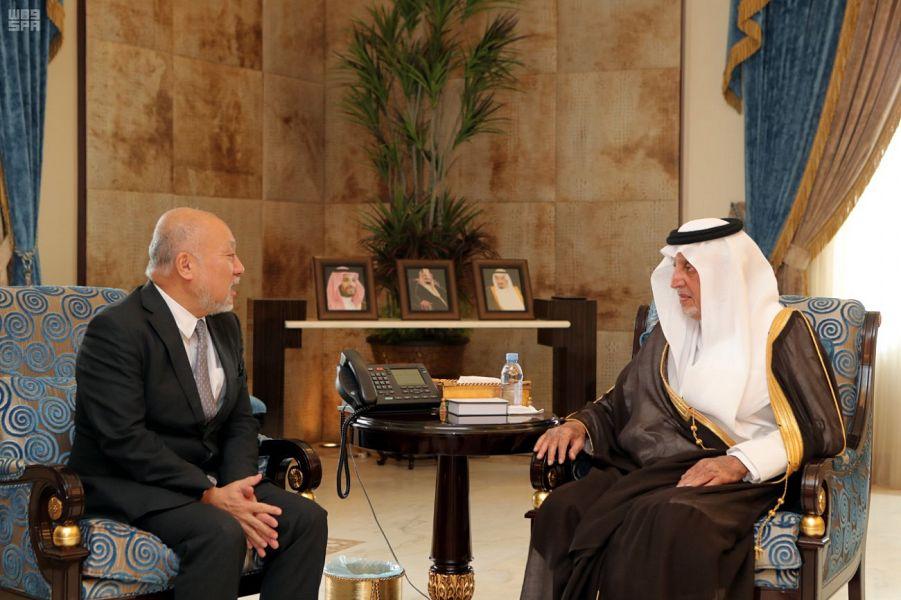 الأمير خالد الفيصل يستقبل السفير الياباني والقنصل الإيطالي