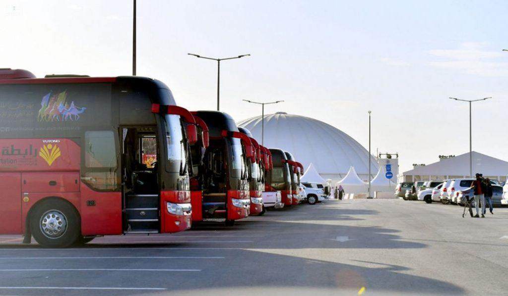 """هيئة النقل : """" 15 """" رحلة يومياً لنقل الزوار إلى مهرجان الملك عبدالعزيز للإبل من الرياض"""