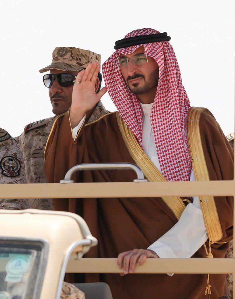 """وزير الحرس الوطني يزور لواء الأمير تركي بن عبدالعزيز الأول الآلي بعد إنتهاء مشاركتهم في عمليتي """"عاصفة الحزم وإعادة الأمل"""""""