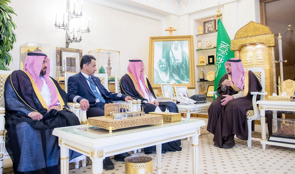 أمير القصيم يستقبل مدير الخطوط السعودية ويتسلم التقرير السنوي