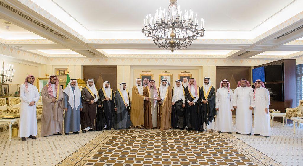 الأمير فيصل بن مشعل يستقبل رئيس وأعضاء جامعة المستقبل بمناسبة تحويلها إلى جامعة