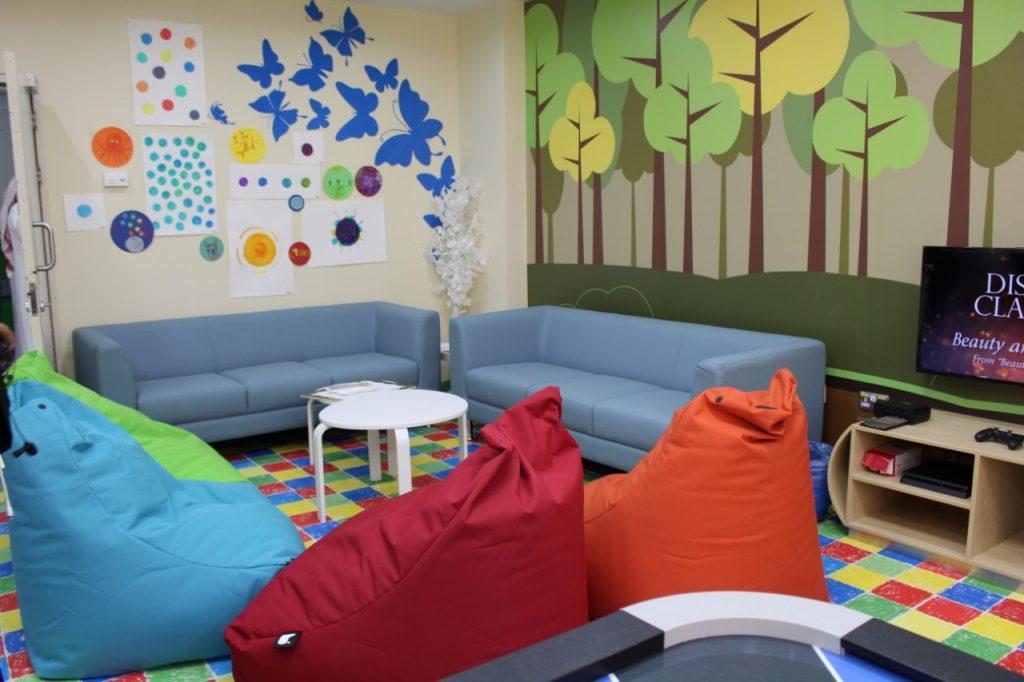 """برنامج """"بسمة حياة"""" يدشن أول قاعة ترفيهية لرسم الابتسامة للأطفال مرضى السرطان"""