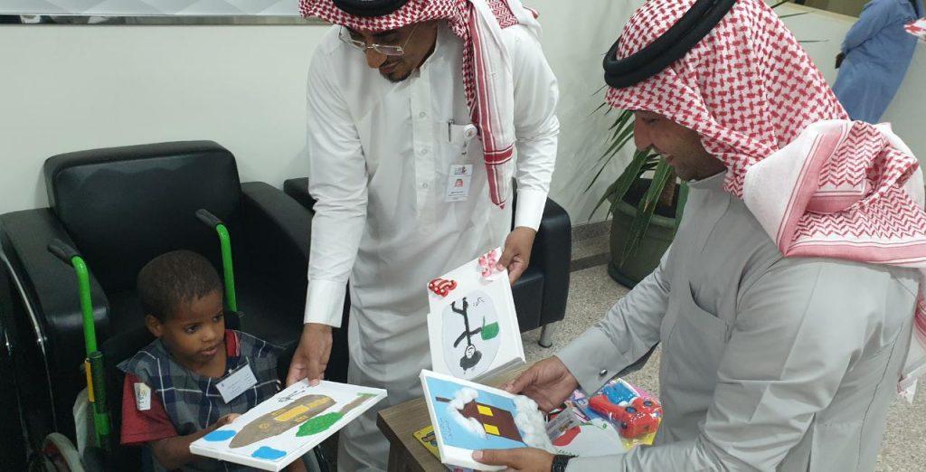 مذيع العربية (الطميحي) يزور مركز جمعية الأطفال المعوقين في جازان