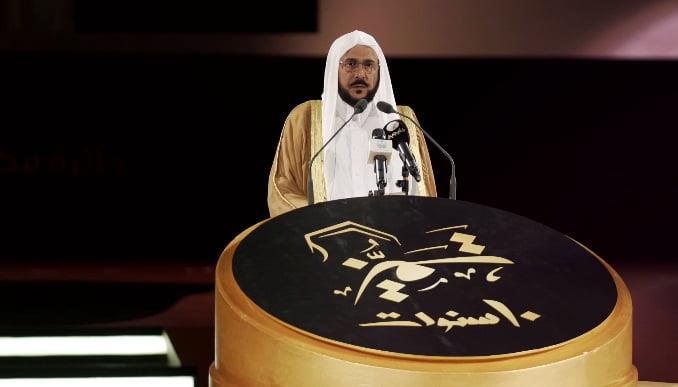 بالفيديو.. ماذا قال وزير الشؤون الإسلامية عن الأمير خالد الفيصل ؟