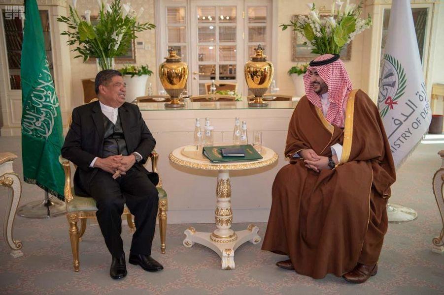 الأمير خالد بن سلمان يلتقي وزير الدفاع الماليزي