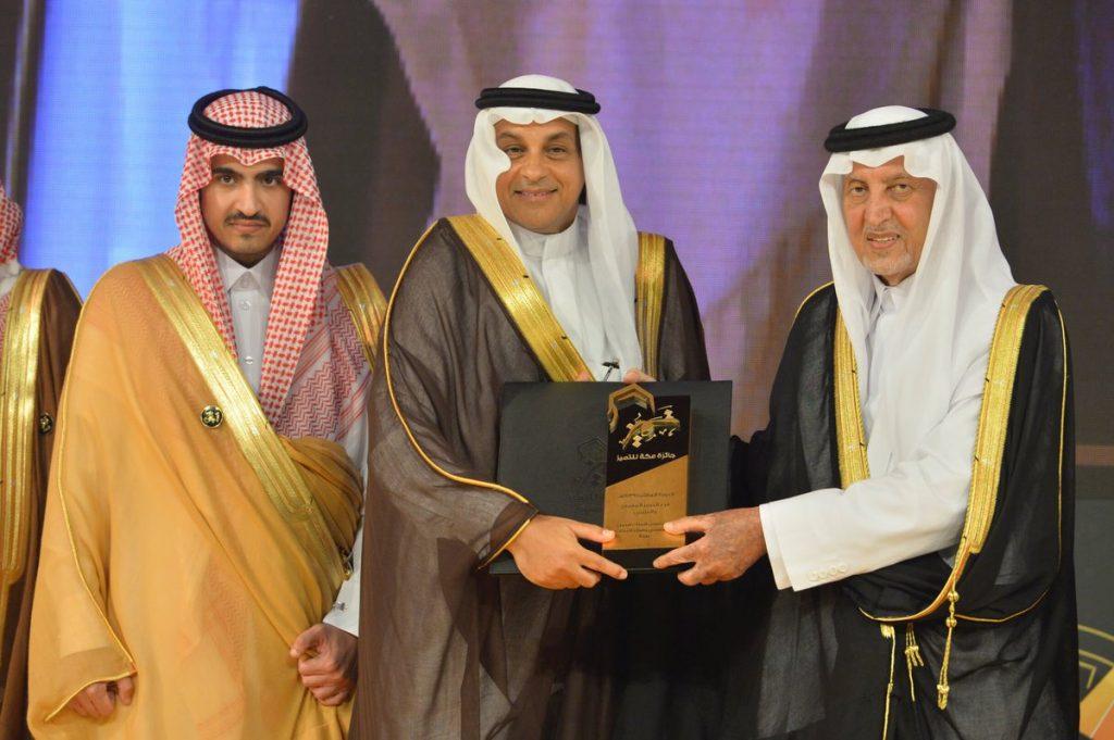 """""""أمير مكة"""" يكرم الفائزين بجائزة مكة للتميز"""