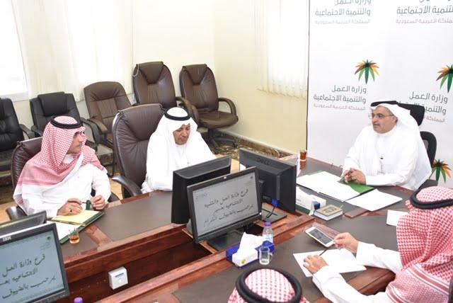 مدير عام فرع وزارة العمل بعسير يلتقى مع أصحاب المجمعات التجارية صحيفة المناطق السعودية