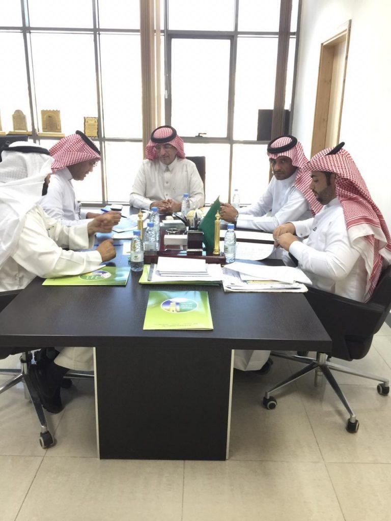 رئيس المجلس  يجتمع مع المختصين بأمانة عسير