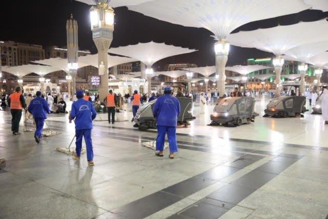 وكالة شؤون المسجد النبوي تكثف أعمالها الميدانية على مدار الساعة لمكافحة الحشرات المهاجرة
