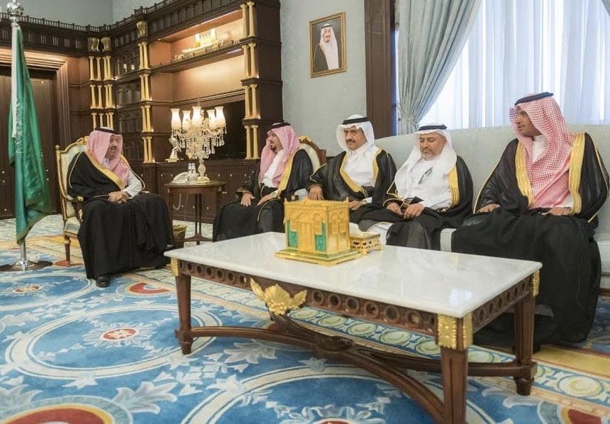 أمير الباحة يتسلم تقريراً عن جهود وأعمال أمانة المنطقة
