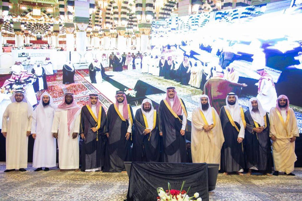 أمير منطقة المدينة المنورة يرعى حفل تخريج الدفعة السادسة من طلاب كلية المسجد النبوي والدفعة الثانية عشرة من طلبة معهد المسجد النَّبوي
