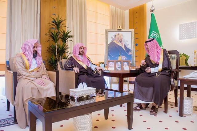 نائب أمير القصيم يستقبل رئيس المحكمة الإدارية ومساعده بالمنطقة بمناسبة تعيينهما
