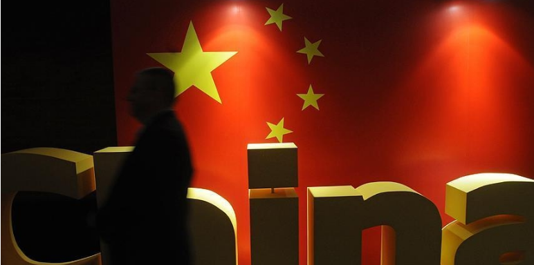 الصين وضعت دبلوماسياً سابقاً ورجل أعمال كنديين قيد التوقيف رسمياً