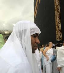 في أول زيارة له للمسجد الحرام بعد إسلامه.. سيرجيو: اليوم ولدت من جديد