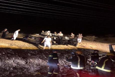 سيارة تصدم جملا بالباحة والكشف عن خسائر بالأرواح