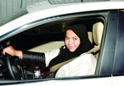 أول سعودية تقود «تاكسي تطبيقات» تروي تجربتها ولحظة حصولها على الرخصة وتقدمها للوظيفة