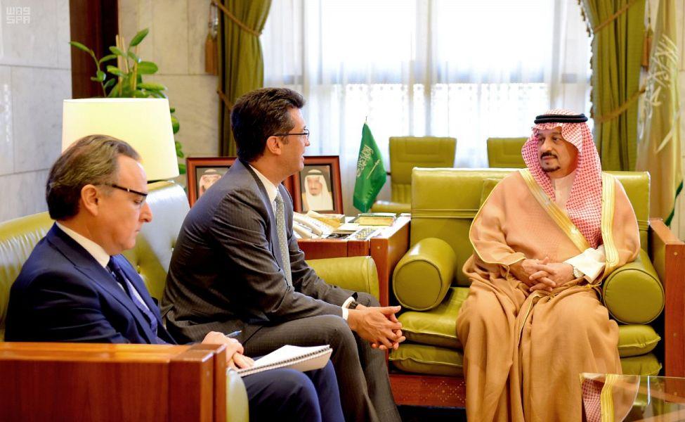 أمير منطقة الرياض يستقبل سفير مندوبية الاتحاد الأوروبي لدى المملكة