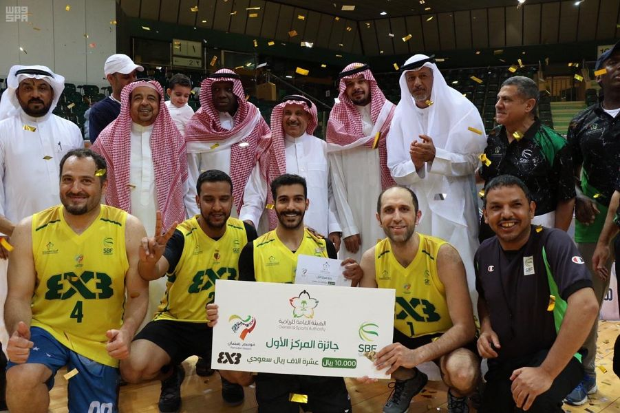 رئيس اتحاد السلة يتوج الفائزين بمهرجان 3 × 3 لكرة السلة في الرياض