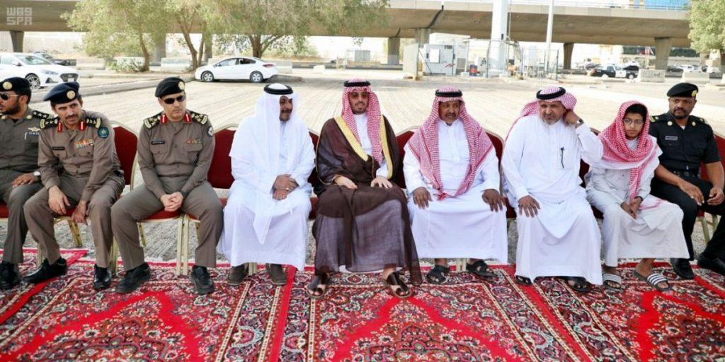 الأمير سعود بن عبدالله بن جلوي يُعزي ذوي شهيد الواجب الزهراني
