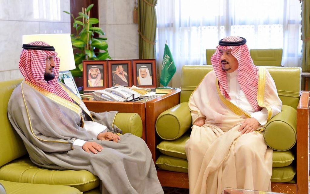 أمير منطقة الرياض يستقبل وكيل وزارة الداخلية للأحوال المدنية