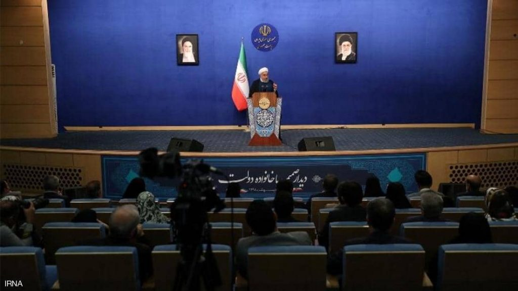 """روحاني يقر بتأثير العقوبات ويطلب من الإيرانيين """"التضحية"""""""