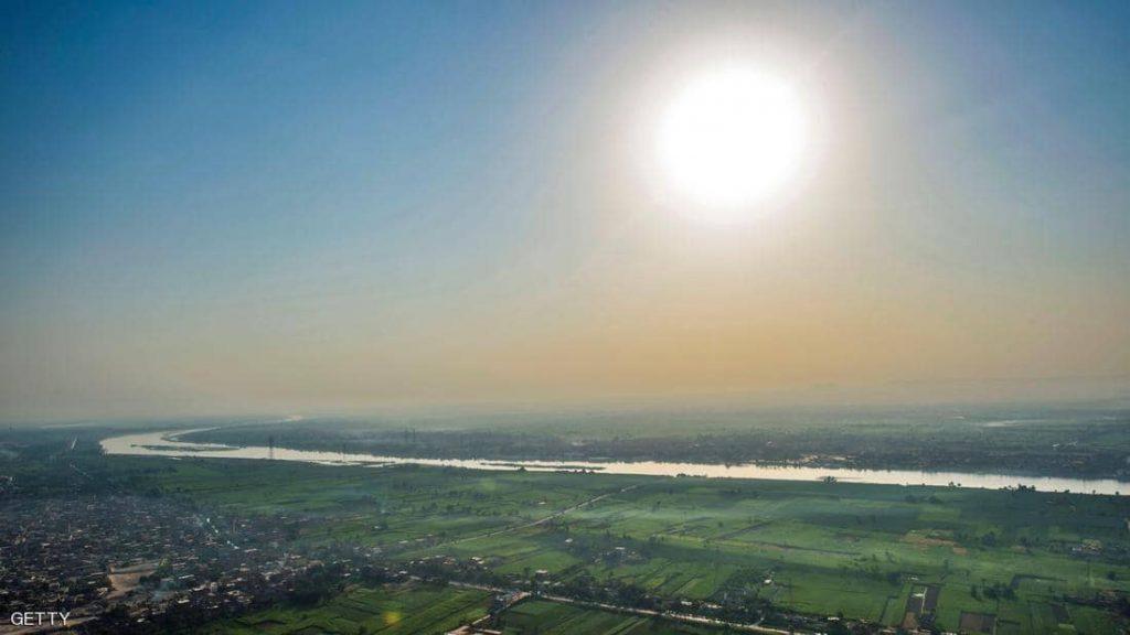 """موجة حر تضرب مصر.. و """"تحذير جدي"""" من التعرض للشمس"""