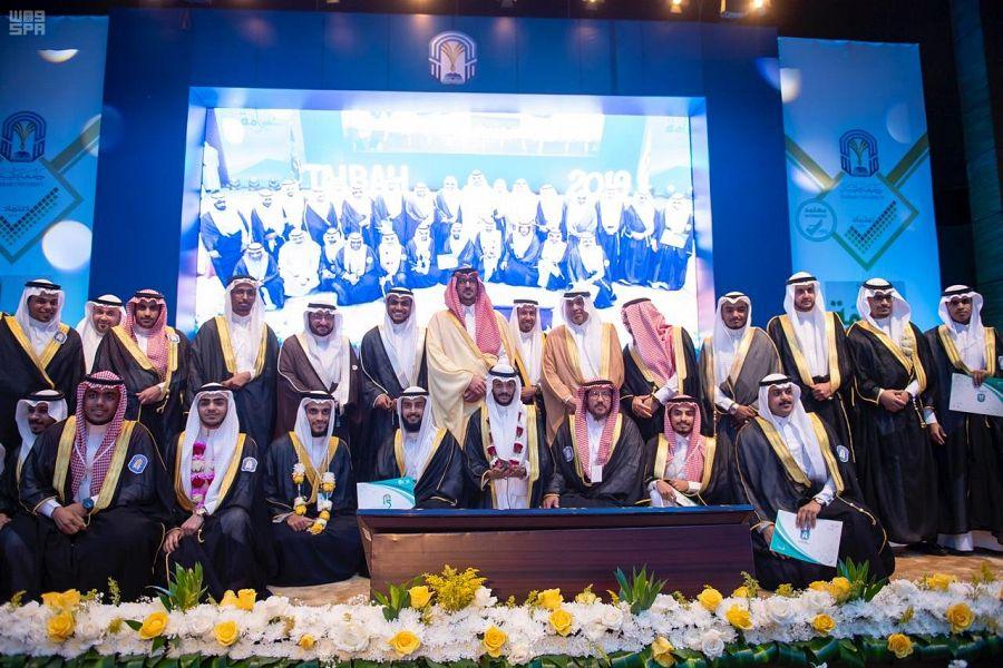 نائب أمير منطقة المدينة يرعى حفل تخريج الدفعة 15من طلاب جامعة طيبة