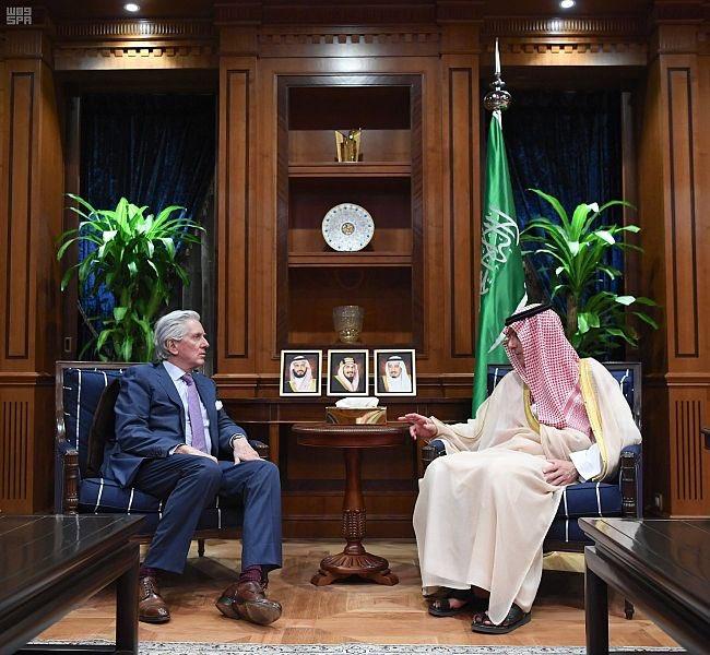 وزير الدولة للشؤون الخارجية وعضو مجلس الوزراء يستقبل السفير الفرنسي لدى المملكة