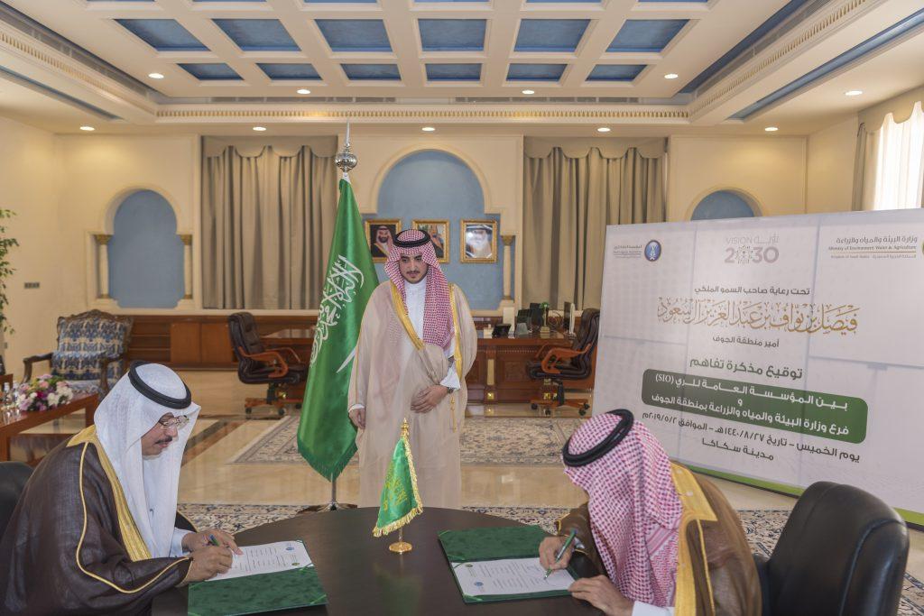 أمير الجوف يشهد توقيع اتفاقية بين فرع وزارة البيئة والمياه ومؤسسة الري