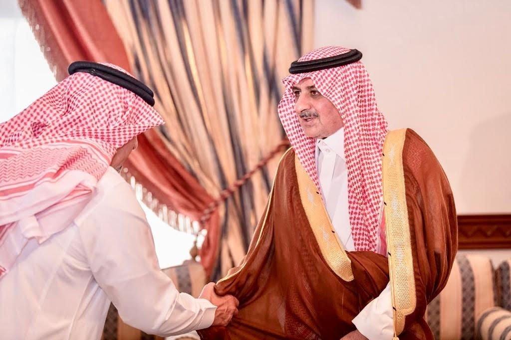 أمير تبوك يلتقي أهالي محافظة الوجه