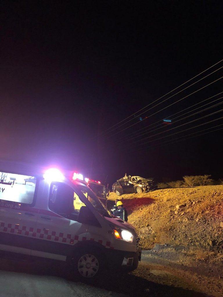 اصطدام سيارة بجمل سائب يصيب خمسة أشخاص على طريق الباحة الطائف