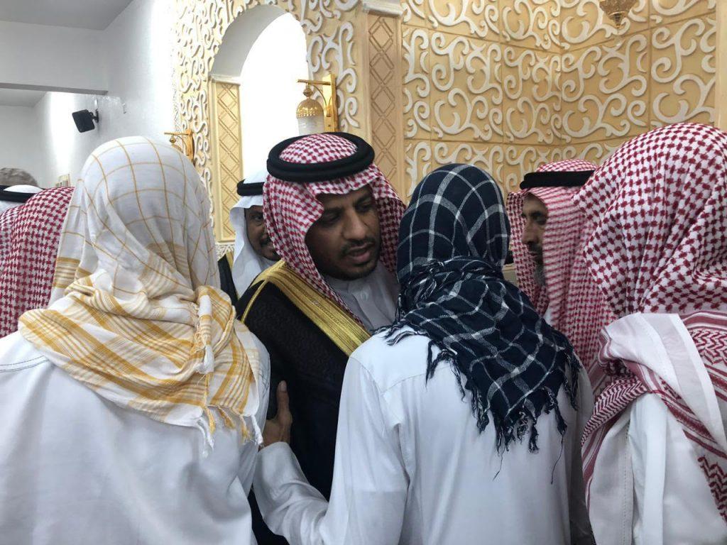وكيل إمارة جازان للحقوق يؤدي الصلاة على الشهيد الجندي حمد فارس