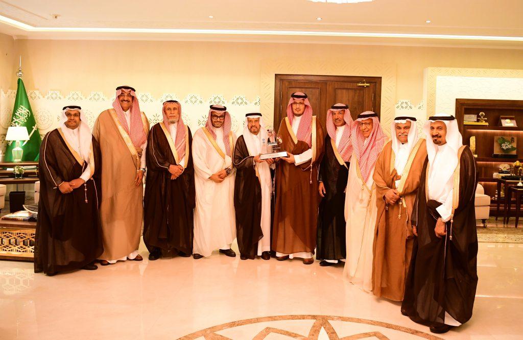 """الأمير أحمد بن فهد بن سلمان يستقبل أعضاء مجلس إدارة """" بناء """" لرعاية الأيتام"""