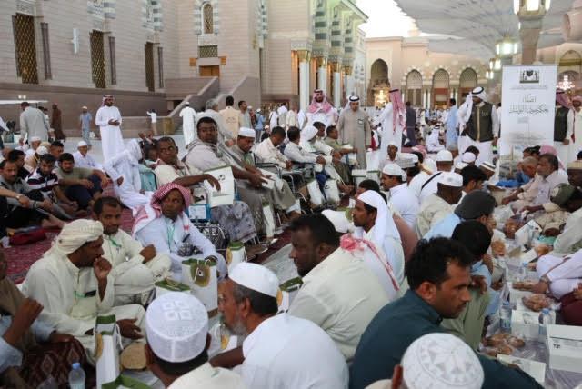 وكالة شؤون المسجد النبوي تنظم مائدة إفطار لذوي القدرات الخاصة في ساحات المسجد النبوي