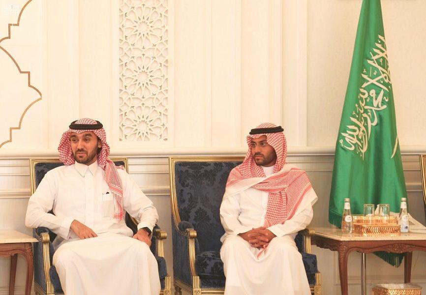 رئيس الهيئة العامة للرياضة يلتقي بعدد من رؤساء أندية حائل بحضور سمو نائب أمير المنطقة