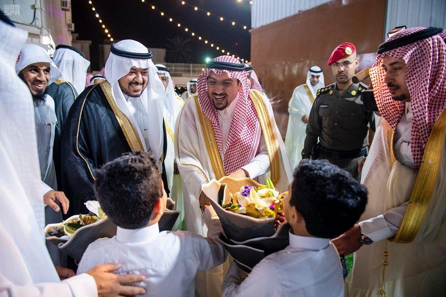 الأمير فيصل بن مشعل يزور الأيتام بمركز طموح ويهنئهم بعيد الفطر المبارك