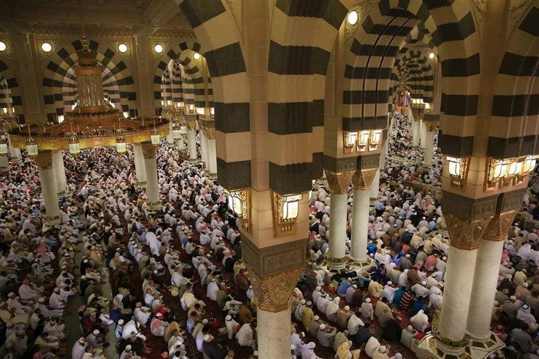 الثبيتي في خطبة الجمعة من المسجد النبوي : نعم الله على عباده كثيرة لا تحصى وكثرة كاثرة لا تستقصى ومتتابعة لا تنقضي