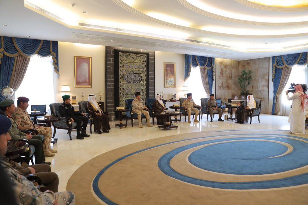 الأمير خالد الفيصل يستقبل أعضاء اللجنة الأمنية المشاركين في تنفيذ الخطة الأمنية خلال فترة انعقاد قمم مكة أواخر رمضان الماضي