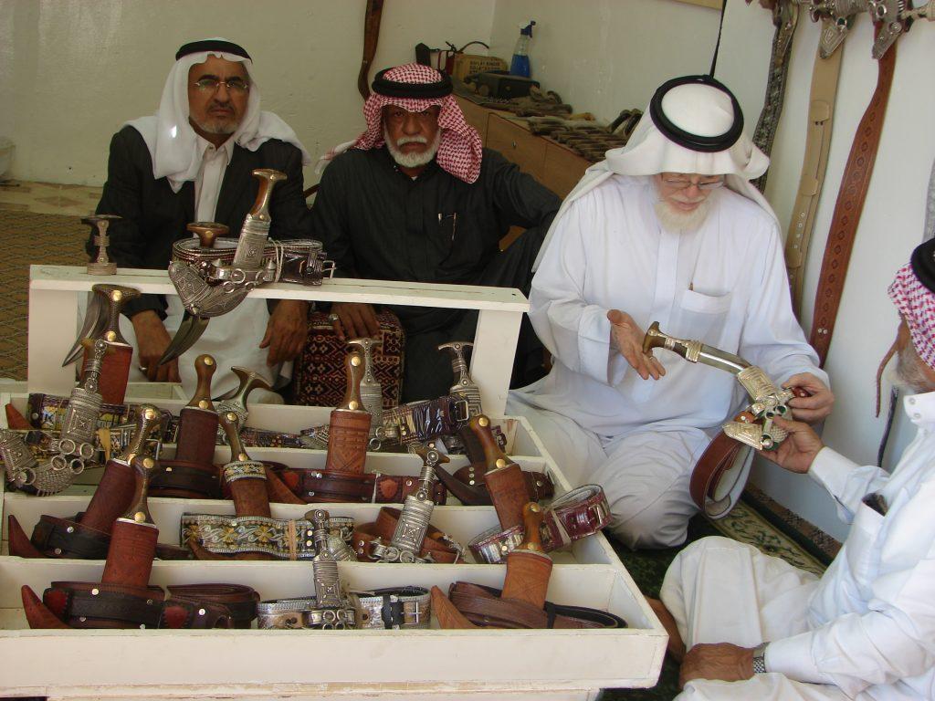 الجنابي والخناجر فن عريق على خارطة السياحة التراثية في نجران