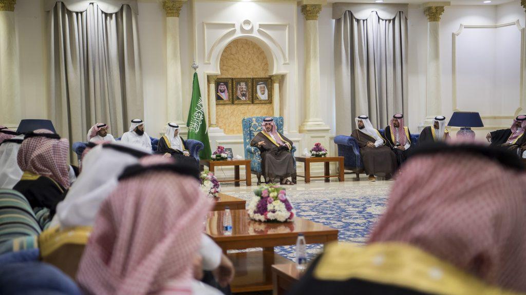 أمير الجوف يستقبل رؤساء وأعضاء المجالس البلدية بطبرجل ومراكز المنطقة