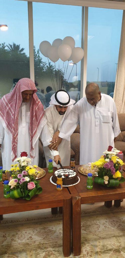 معايدة المسنين وزيارات مظاهر العيد بحائل ترسم الإبتسامه علی الأباء