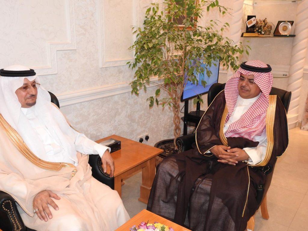 الأمير منصور بن محمد بن سعد يستقبل مدير جامعة حفرالباطن