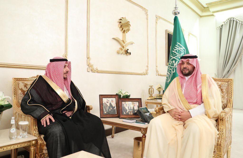 أمير منطقة الحدود الشمالية يستقبل مدير فرع وزارة التجارة والاستثمار