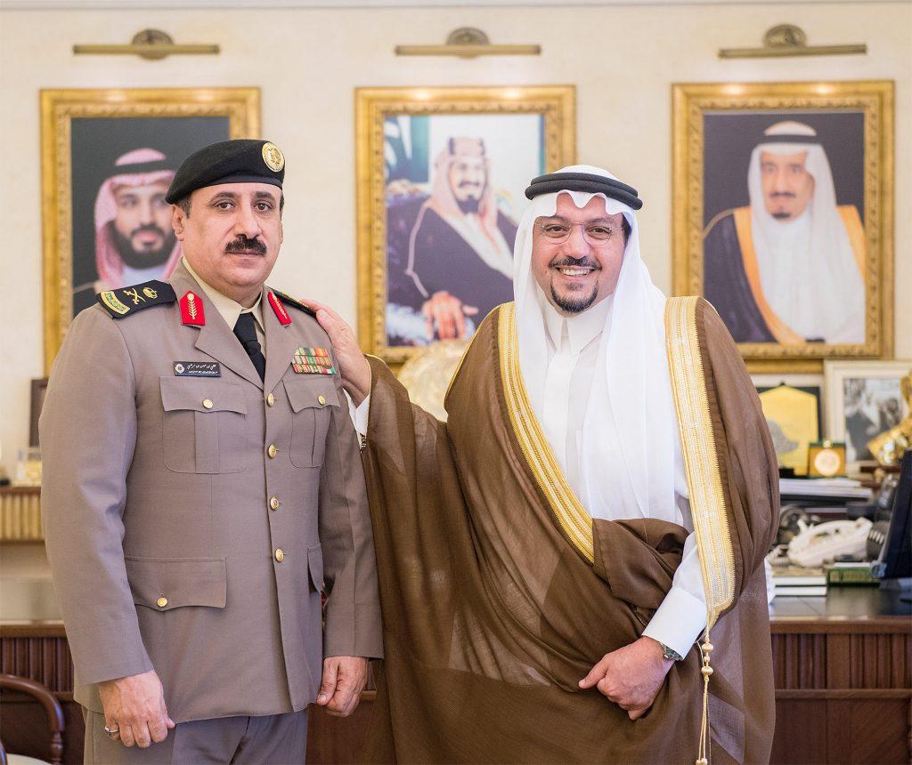 أمير القصيم يقلد مدير شرطة المنطقة رتبته الجديدة
